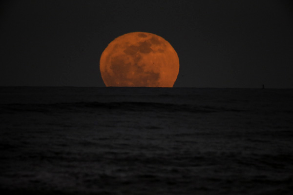 giant red moon tonight - photo #25